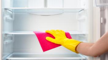 民泊の冷蔵庫清掃