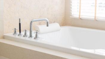 民泊の浴室清掃
